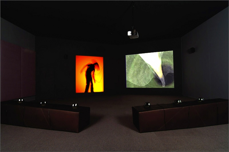 Installation room for virtual environments Osmose (1995) and Ephémère (1998).
